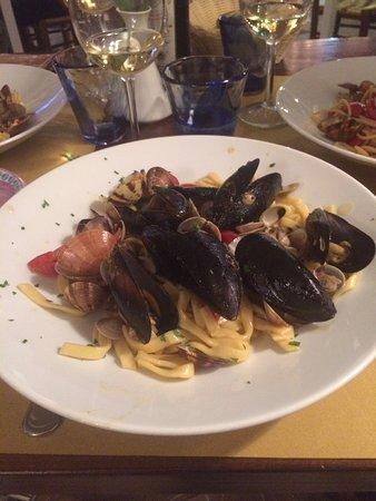 La Tavola Di Lucullo : Scialatielli alla frutti di mare