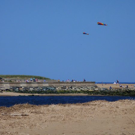 Newburyport, MA: Kite-flying at the confluence of the Merrimack & the Atlantic