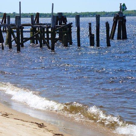 นิวเบอรีพอร์ต, แมสซาชูเซตส์: Jetty new the confluence of the Merrimack & the Atlantic