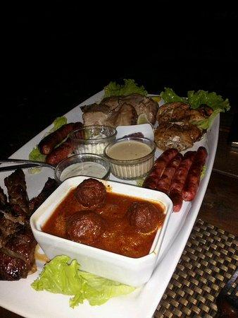 Haapiti, Polinesia Francesa: Mixed grill