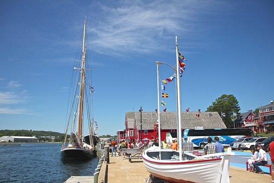 Lunenburg, Kanada: Theresa E Connor - Canada's Oldest saltbank schooner, lanched 1938
