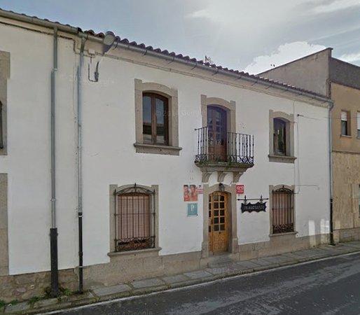 Villavieja de Yeltes, España: Entrada del Restaurante La Fonda