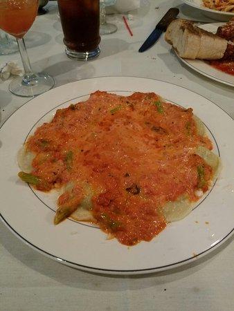 Edgewater, Нью-Джерси: Grandma's Sunday plate and asparagus ravioli