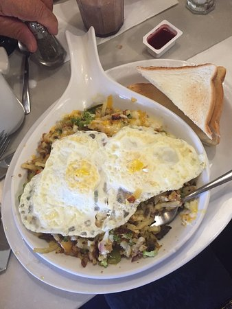 St. Jacobs, كندا: This was the Vegy Skillet. More food than I could eat, eggs were cooked to my perfection!