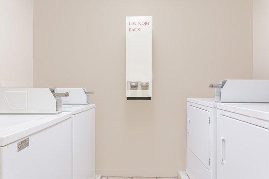 Super 8 Augusta/Ft Gordon Area : guest laundry