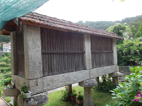 Cortegada, Espagne: The hórreo is a typical granary from the northwest of the Iberian Peninsula.