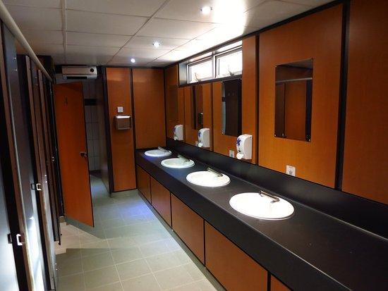 Saubere Moderne Bader Duschen Und Toiletten Picture Of Looe