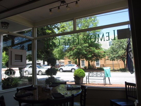 Chestertown, MD: Inside Lemon Leaf Cafe, looking out