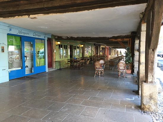 Mirepoix, França: Ciudad medieval con mucho encanto. Recomendable!!