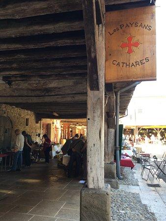 Mirepoix, Γαλλία: Ciudad medieval con mucho encanto. Recomendable!!