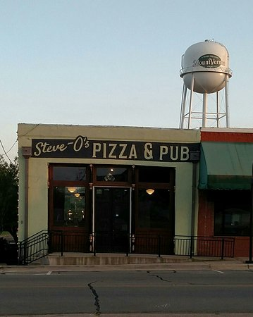 Steve-O's Pizza & Pub: Steve-O's on the downtown square
