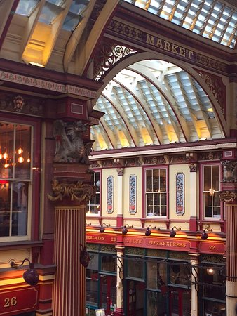 The Lamb Tavern: View of the Leadenhall Market from our window on the 2nd floor (dining room)