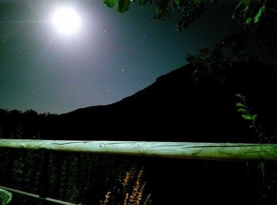 Posada La Nina Margarita: Vistas por la noche
