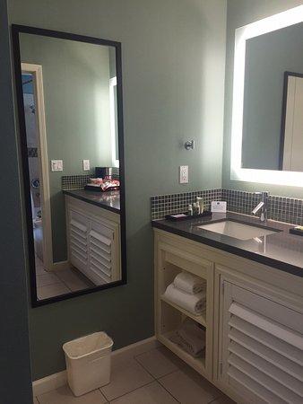 Menlo Park, Californië: Guestroom Bathroom