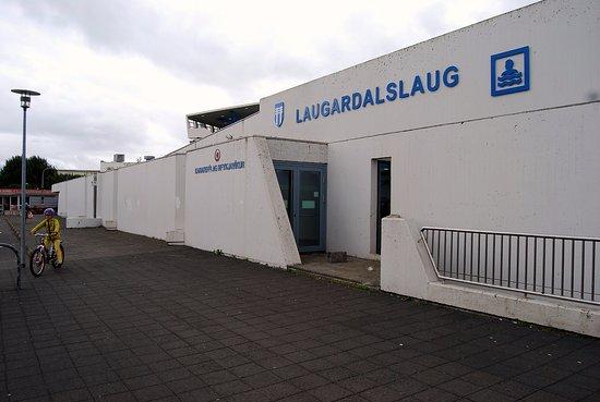 Laugardalslaug: The entrance