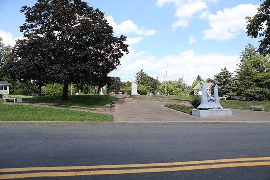 Orangeburg, Νέα Υόρκη: The near by memorial