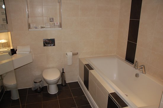 Lancaster House: Bathroom