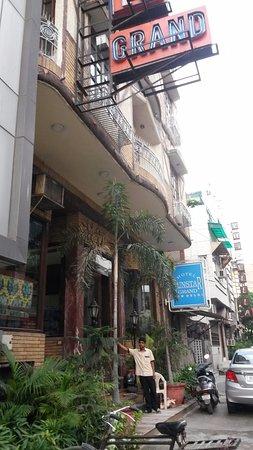 هوتل صن ستار جراند: small and friendly in a local area