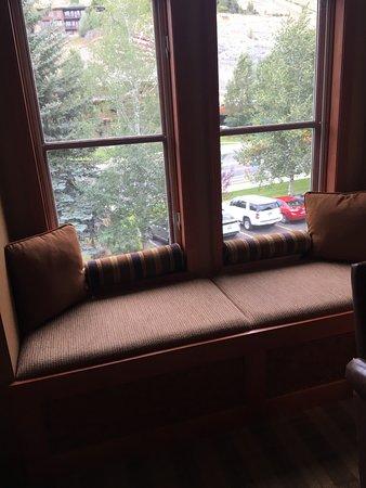 Wyoming Inn of Jackson Hole: window seat with street view