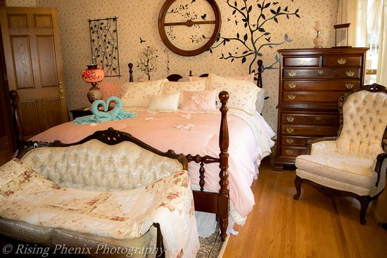 Wisconsin Rapids, WI: The Morning Dove Luxury Suite with King Bed