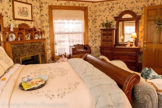 Wisconsin Rapids, WI: The Eastern Bluebird Suite Queen Sleigh Bed