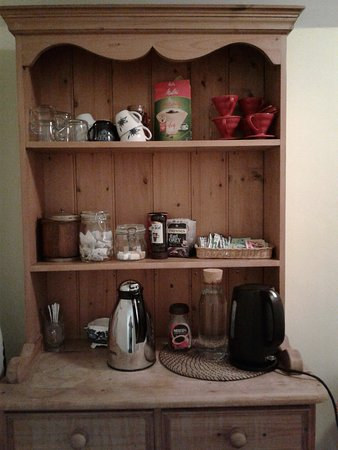 Browns : Coffee, tea and cocoa available just outside bedrooms