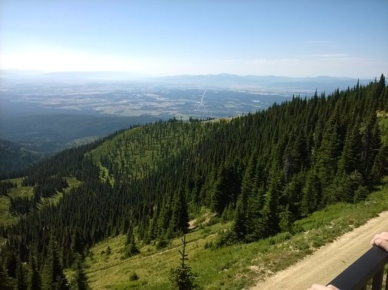 Whitefish Mountain Resort: Kalispel in the distance