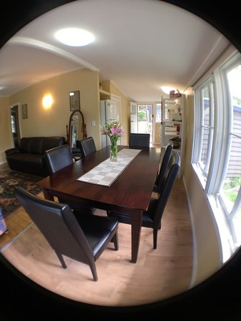 Tallebudgera, ออสเตรเลีย: Historical Settlers Cottage Dining Area
