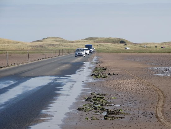Cheswick, UK: Tidal road over to Holy Island