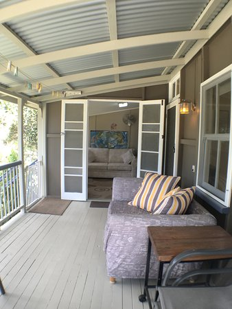 Tallebudgera, Australia: Historical Settlers Cottage front Balcony (childrens playroom)