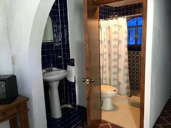 Gema's House: Bathroom with Wash Area