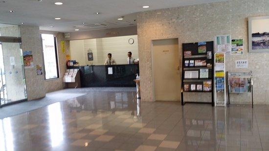 Pacific Hotel Shiroishi: 広いロビー