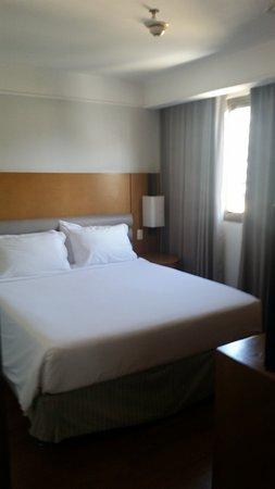 Mercure Botafogo Mourisco : Bedroom part of the suite