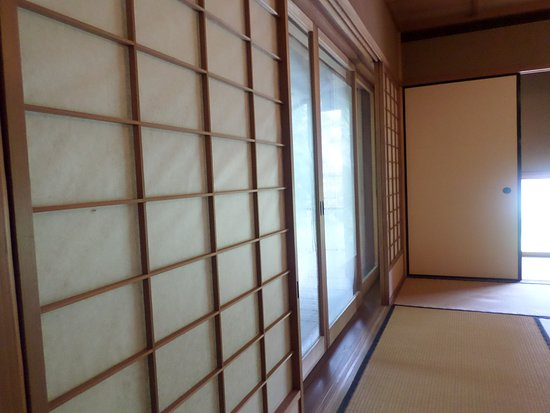Japanese Cultural Center: Rice Paper On The Walls