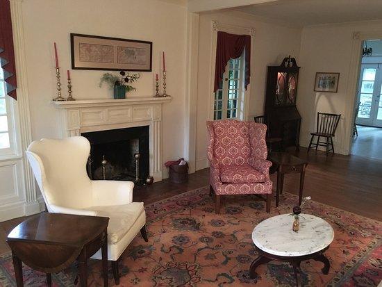 Mansfield Center, CT: Parlor
