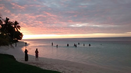Tanu Beach Fales: Unbeatable sunsets on Manase Beach adjacent to my fale
