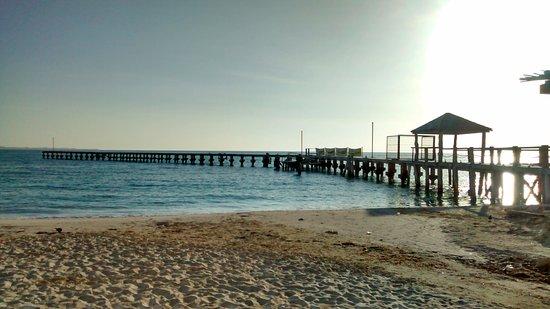 Playa Caracol: Hay un pequeño muelle privado, pero pedimos permiso para poder pasar y tomar una fotografía.