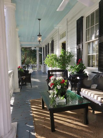 The Rhett House Inn: front porch