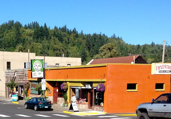 Clatskanie, OR: colorful entryway
