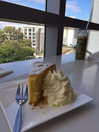 Indooroopilly, Australia: Cake, juice and view