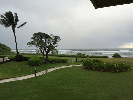 Kauai Beach Resort: Just a little rain.