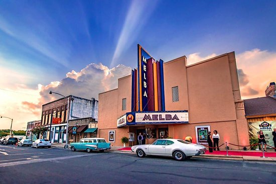 Batesville, Арканзас: The historic Melba Theater has reopened!