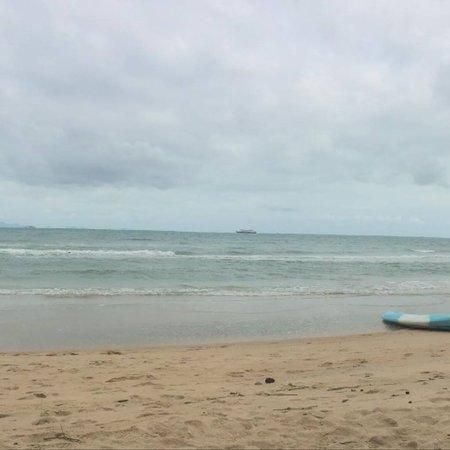 Lipa Noi, Thailand: View of the beachfront