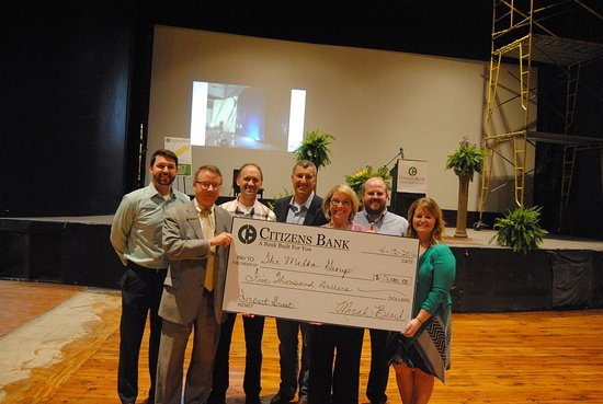 Batesville, AR: Citizens Bank donates money and receives Melba Hollywood Star