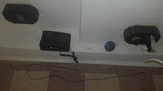 Bundelkhand Riverside: Teléfono?? Para que ? Si no hay enchufe/ conexión.