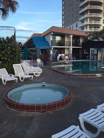 Sun Viking Lodge: Outdoor Pool Area