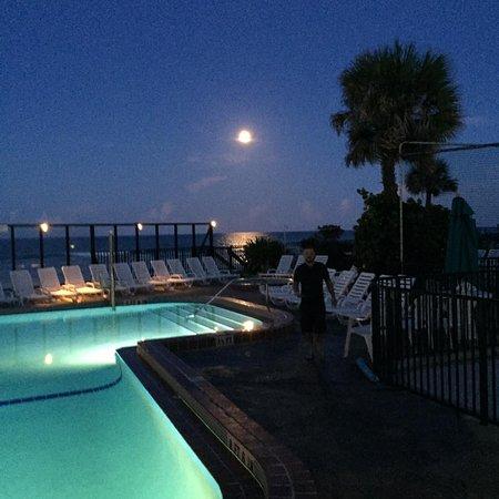 Sun Viking Lodge: Moon Rise our last night!