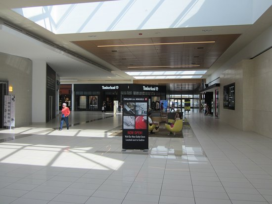 Niagara Falls Fashion Outlet Mall