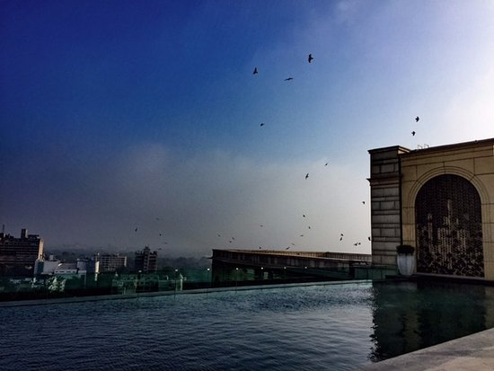 The Leela Palace New Delhi: Infinity pool at the rooftop