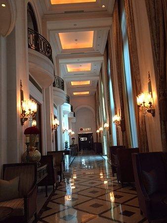 The Leela Palace New Delhi: Ground floor area
